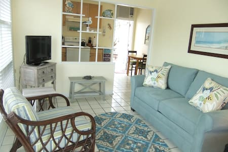 Bright, clean, cozy Siesta Key Cottage! Ebb Tide#1 - Siesta Key - Huoneisto