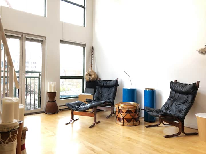 Brilliant corner loft in Gastown!
