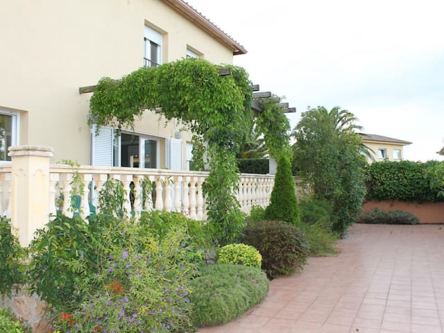 Elizabeth: Villa for holiday rent with private garden