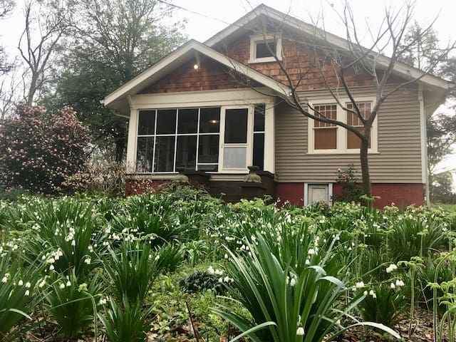 Creative Craftsman Cottage and Gardens