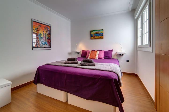1st room with with air conditioning and large cupboard / 1ere chambre avec clim et grande armoire / 1°dormitorio con aire aconditionado y armario grande