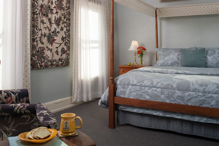 Carlisle House Bed and Breakfast - Penn Suite