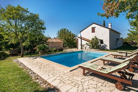 Casa Iris with Swimming Pool
