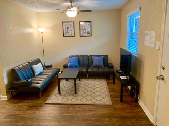 MAGNIFICENT 2 BEDROOM CONDO BY DOWNTOWN (SXSW)