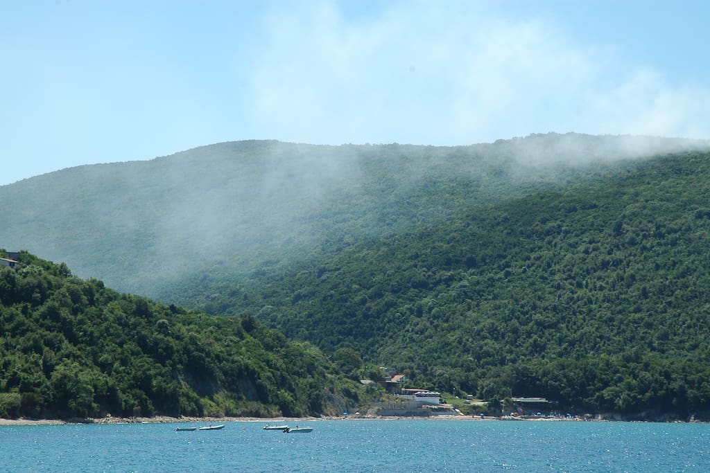 Kruče is located in an oak forest , so there is always cool , even in the strongest heat.  The sea is clean and clear. The cost is rocky and steep. There are many  wild  beaches, with pebble.