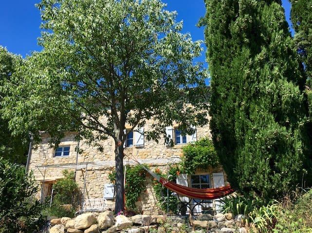 Maison de charme, calme vue exceptionnelle piscine - Bessas - Casa