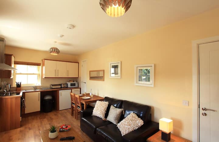 Studio Appartment Sleeps 2 only - Self Catering -  No Breakfast -