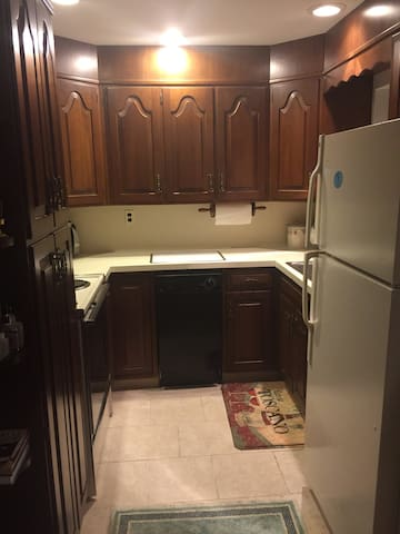 Quiet Apartment in private home. - Saddle River - 아파트