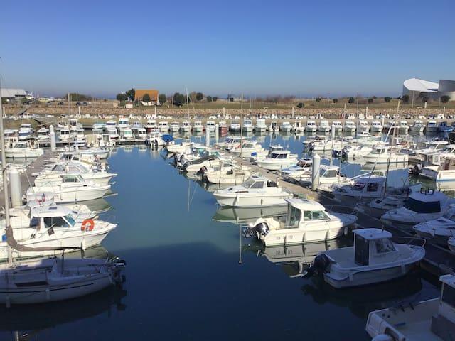 F2 avec vue imprenable sur la marina