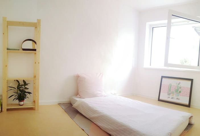 Central Gallus Room Tram to HBF Messe Zeil 1-2 bed