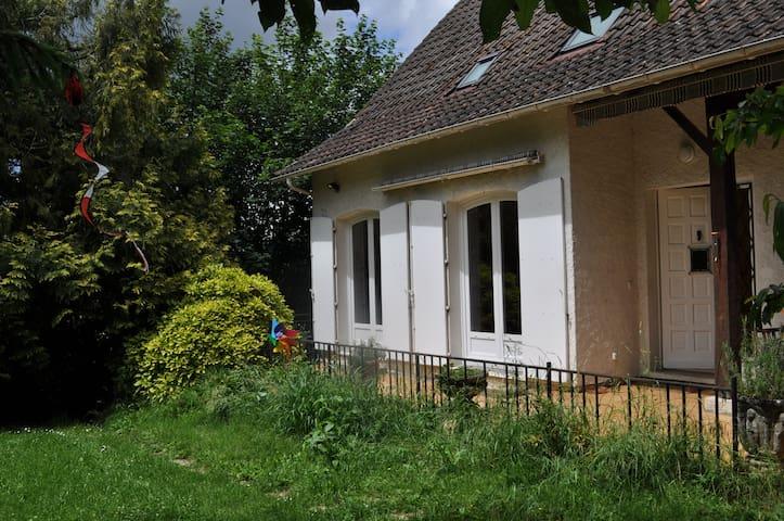 Chalet con jardin y gato en el centro de Cahors. - Cahors - House