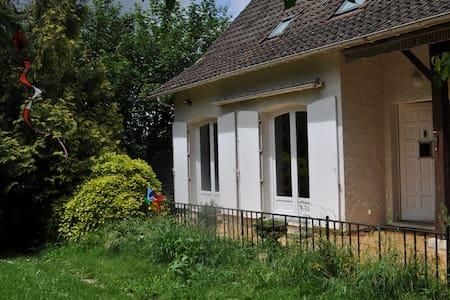 Logement entier avec jardin et chat dans Cahors. - Cahors - Rumah