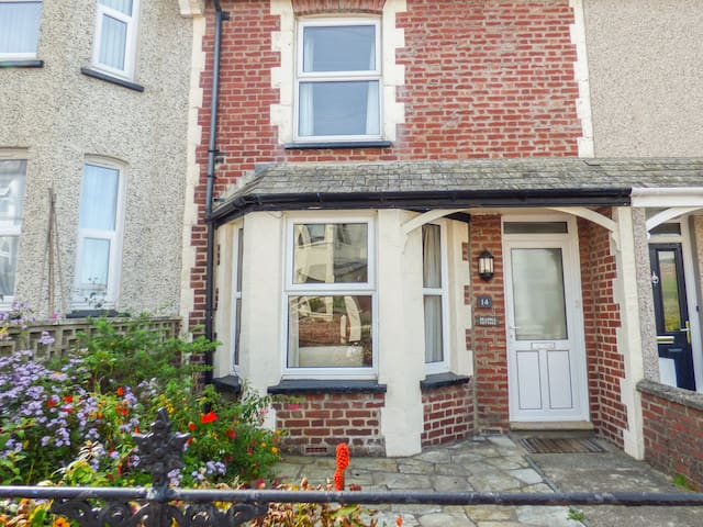 14 BRAMBLE HILL, family friendly, with a garden in Bude, Ref 968127