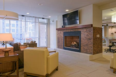 Atlanta LUXURY, near MARTA Train and Mall. - Apartment