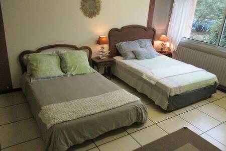 Chambre deux lits doubles 23m2 - House
