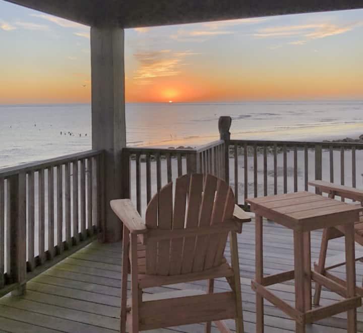 *Coastal Encounter* is your perfect beach getaway!