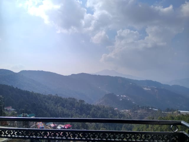Super Deluxe with Balcony & Great Views - Chail