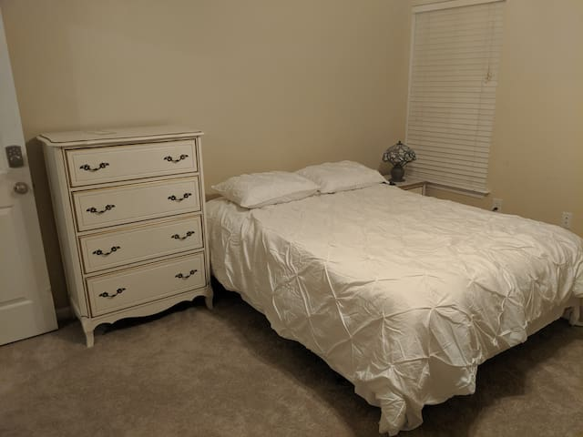 Easy access right off I-85 Queen and Full