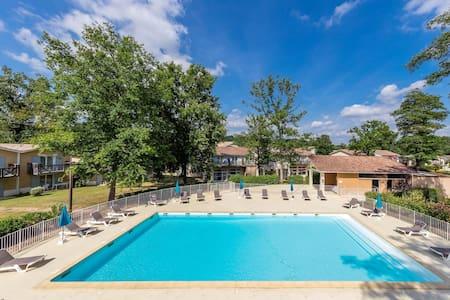 Studio PROCHE DU COURS DE GOLF + piscines sur place