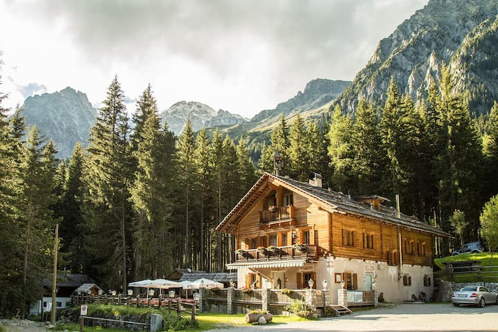 Chalet Enzian at Lake Antholz