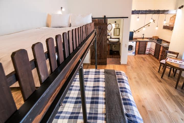 Folkloric loft - Ulita Romaneasca (brown)