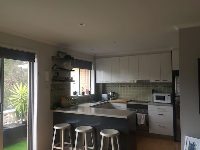 2 Bedroom Apartment - 250m to the beach - Narrabeen