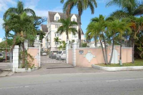 Stunning 2bed/2bath condo in the heart of Nassau