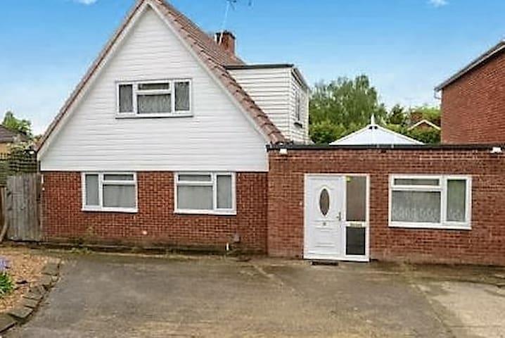 Guildford, UK. 2 single beds, Room No 3