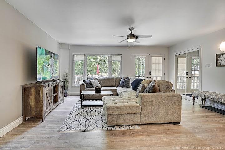 Beautiful Modern Home, Heart of Bayview Village