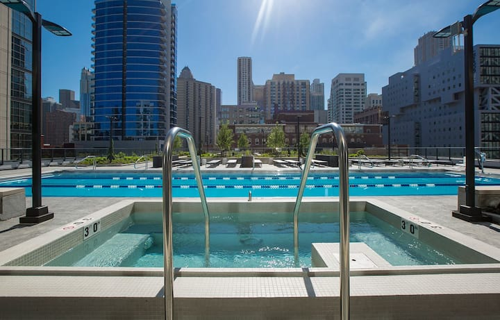 THE ART OF CITY LIVING - Luxury River North  2 BD