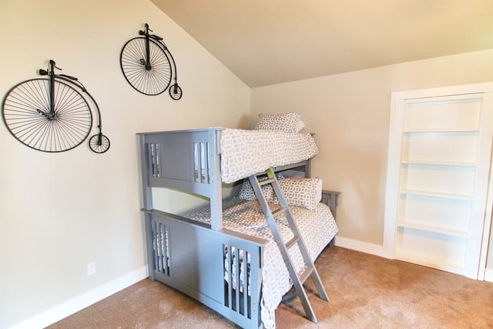 Bunk Room (Sleeps 5)