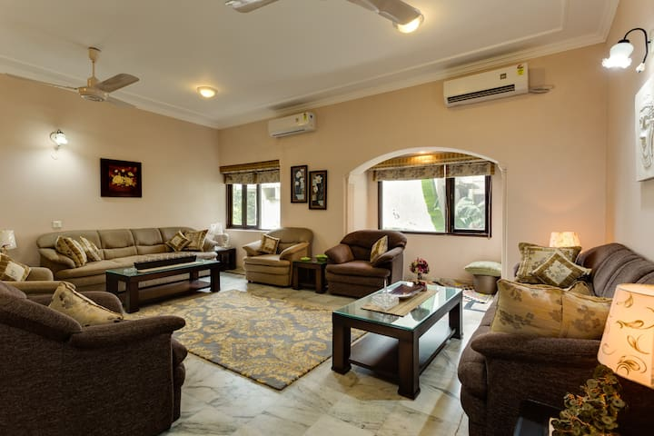 Luxury 4BD Apartment in South Delhi - Nova Delhi - Pis