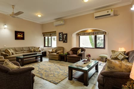 Luxury 4BD Apartment in South Delhi - Neu-Delhi