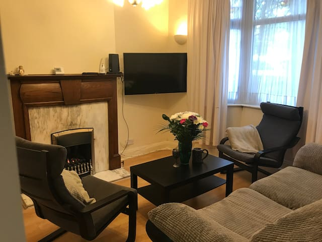Private Double Room in Grays Town centre