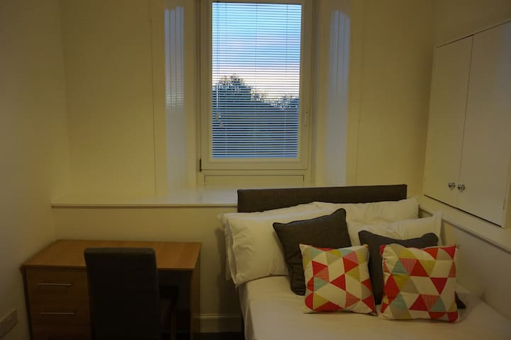 Cozy Double Room in Newly Renovated Flat
