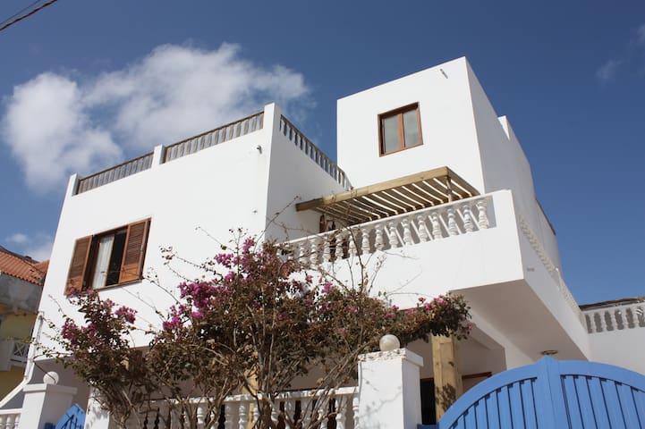 Casa Pau Guest House - Ponta Preta Studio