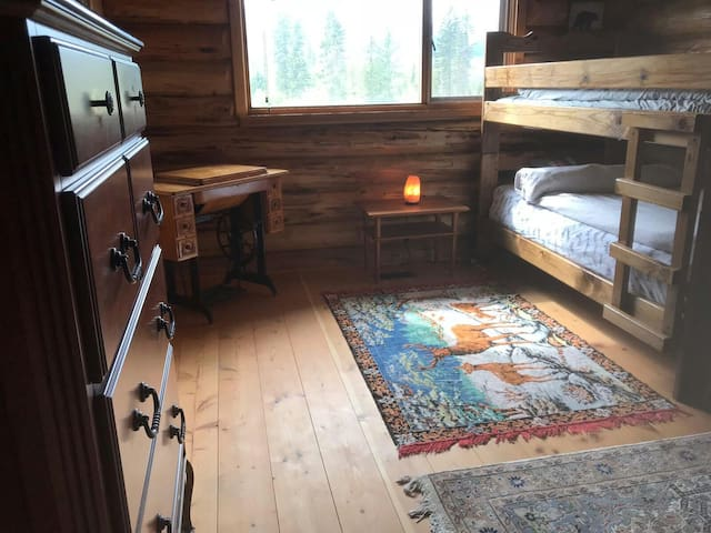 Mountain Air Lodge Bunk bed room