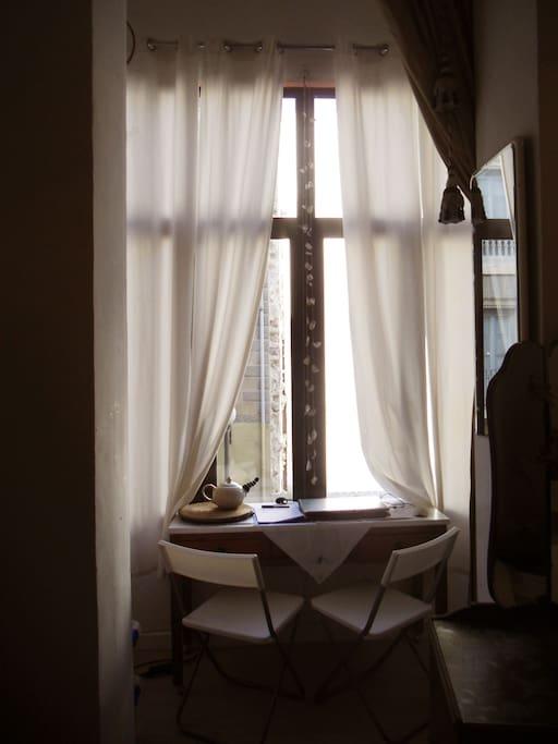 Bay window  in the bedroom. Mirador  en el dormitorio.