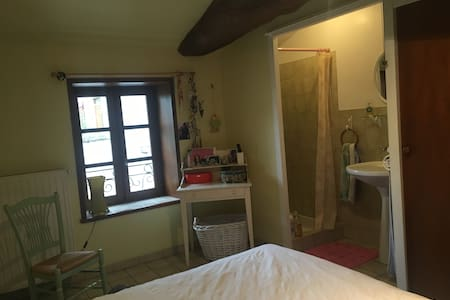 Chambre  privée  au cœur du vignoble Viré-Clessé - Viré - Ξενώνας