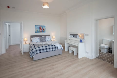 Large Two Bedroom Flat Close to Beach & Golf Links