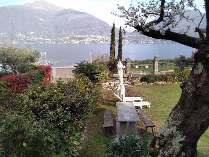 Casa Giardino al Lago (Garden Home on the Lake)