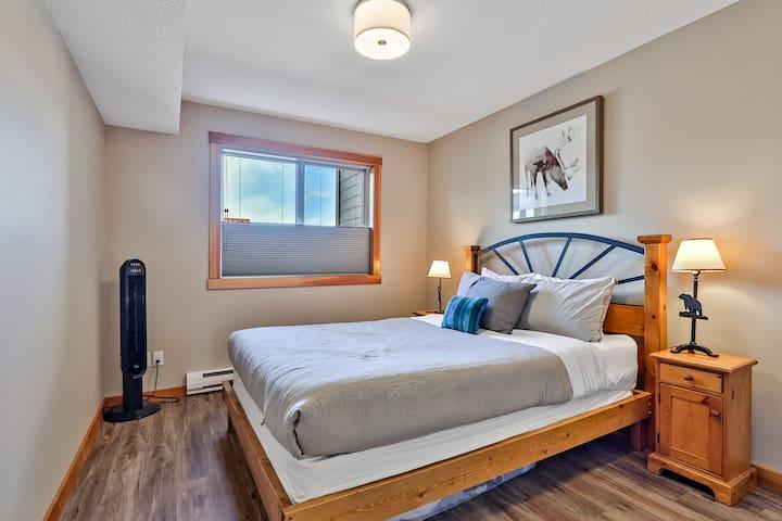 Main Floor bedroom with queen bed