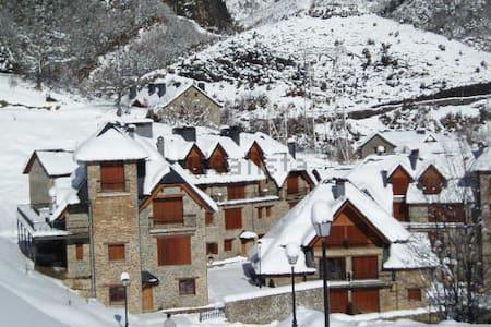 FANTASTICO APTO. ESCARRILLA, 6 kms pistas esqui - Escarrilla
