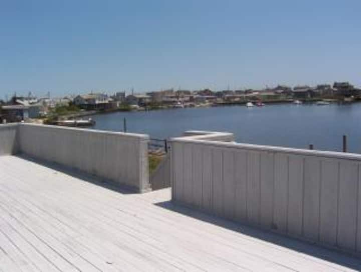 Waterfront Beach Hse w/ Dock/Hot Tub/Awesome views
