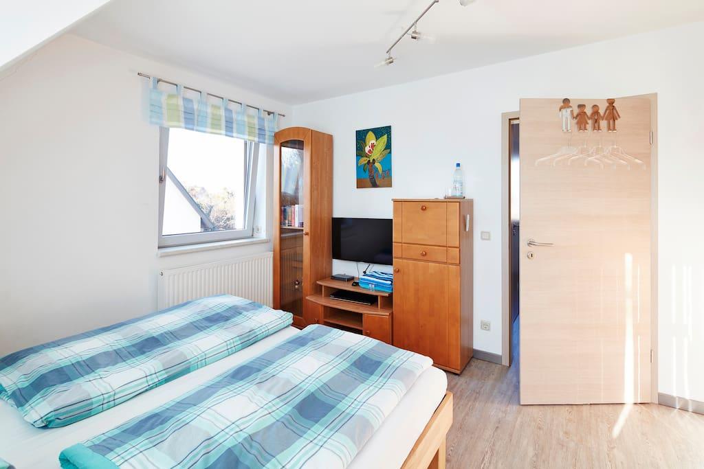 sonniges zimmer bei stuttgart h user zur miete in filderstadt baden w rttemberg deutschland. Black Bedroom Furniture Sets. Home Design Ideas