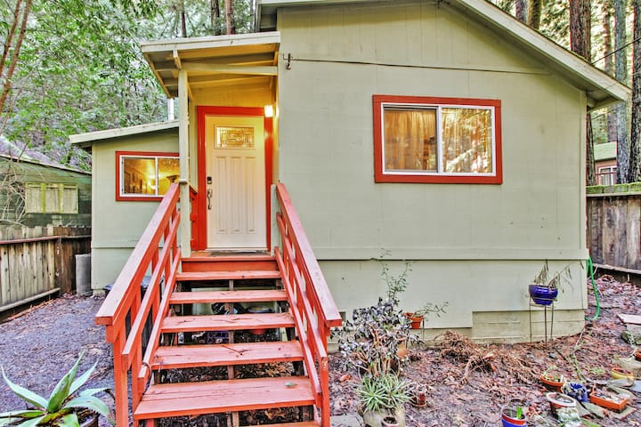 Welcome to your quintessential Guerneville, California home-away-from-home!