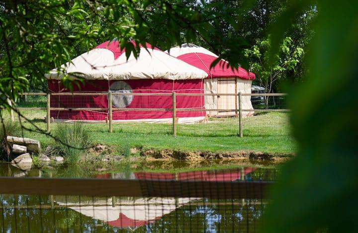 logement insolite en yourte dans une ferme