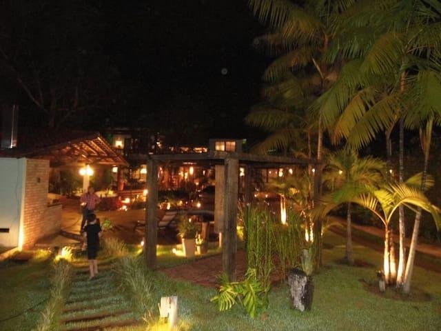 Quarto/casa estilo mediterrâneo, natureza, relax. - Manaus - Dom