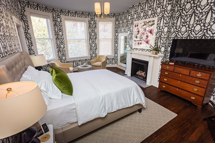 Magnolia Suite at Four Eleven York