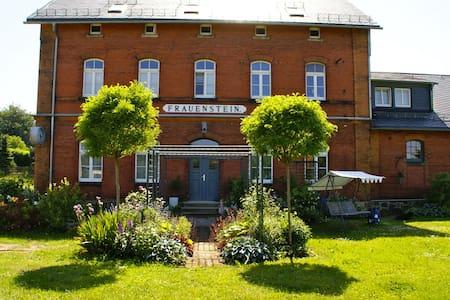 Bahnhof Frauenstein  WARTEHALLE